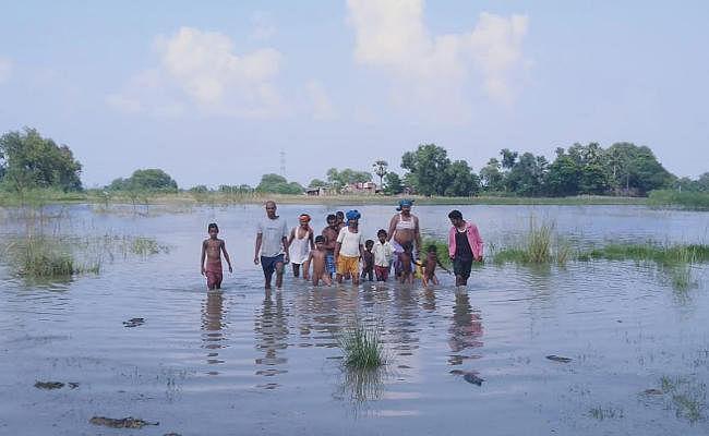 झारखंड में तेजी से बढ़ रहा है गंगा का जलस्तर, साहिबगंज के निचले इलाकों में आयी बाढ़