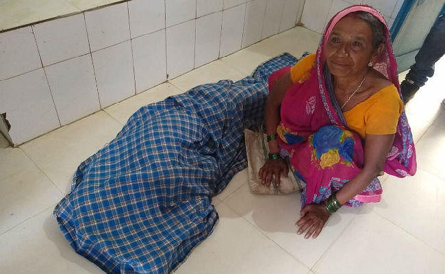 सामुदायिक स्वास्थ्य केंद्र में टीबी के मरीज की मौत, पत्नी ने डॉक्टर पर लगाया लापरवाही का आरोप
