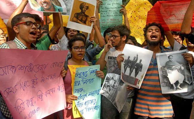 जादवपुर विवि मामला : छह घंटे के बाद फिल्मी अंदाज में राज्यपाल व केंद्रीय मंत्री छात्रों के घेराव से हुए मुक्त