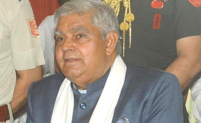 जादवपुर विश्वविद्यालय में मंत्री के घेराव पर घमासान जारी, गवर्नर ने पुलिस और तृणमूल नेता पर साधा निशाना