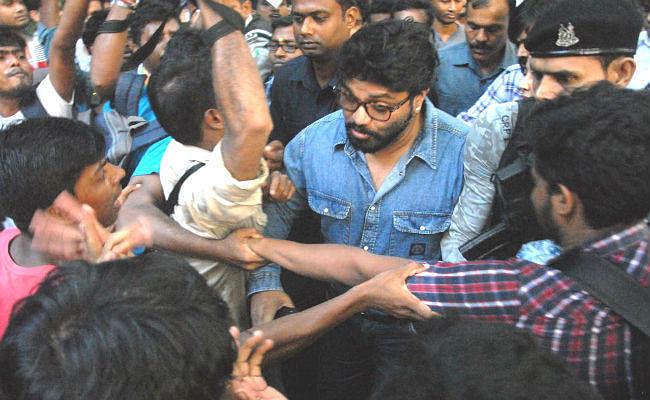 जादवपुर विश्वविद्यालय में बवाल: राज्यपाल ने कहा- बिगड़ गये थे हालात, जरूरी हो गया था जाना