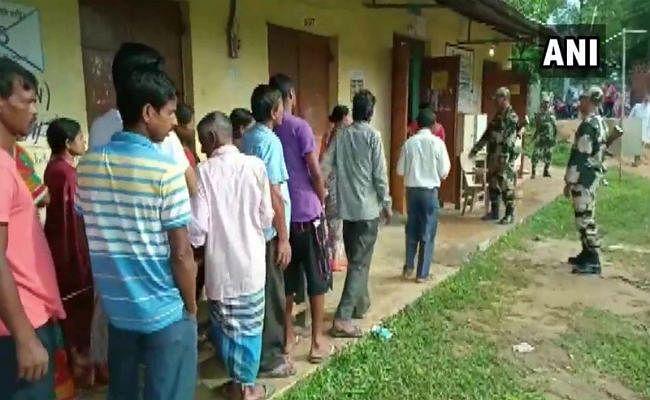 दंतेवाड़ा: उपचुनाव के लिए मतदान शुरू, नक्सली हमले में मारे गए बीजेपी और कांग्रेस विधायकों की पत्नियां हैं मैदान में