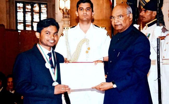 चौपारण के रवि कुमार समाज सेवा के क्षेत्र में बेहतर काम के लिए राष्ट्रपति ने किया सम्मानित