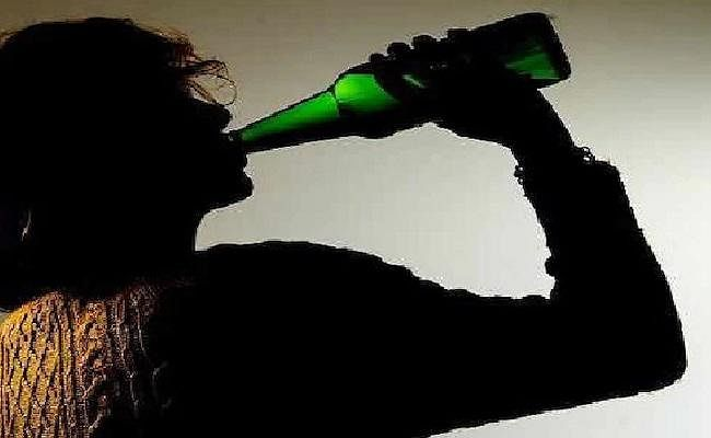 21 साल की उम्र  से पहले ही 75 फीसद युवा कर लेते हैं शराब का सेवन