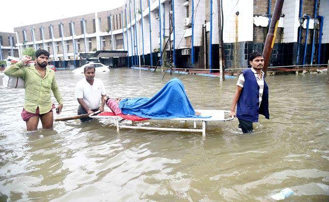 पूर्व CM और मंत्रियों के आवास सहित विधानसभा, NMCH में घुसा पानी, हेल्पलाइन नंबर जारी ...देखें तस्वीरें