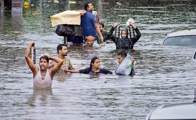 बारिश से बेहाल बिहार: टूट रहे रिकार्ड, अबतक 29 की मौत, ट्रेनों पर ब्रेक, लोग कह रहे-भगवान अब बस भी करो