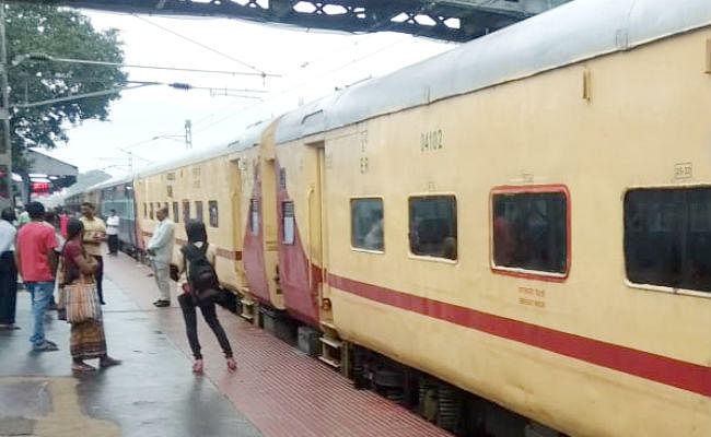 निर्धारित रूट पटना जंक्शन से होकर गुजरने लगीं ट्रेनें, बारिश के कारण रूट डायवर्ट कर चलायी जा रही थी ट्रेनें