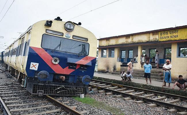 भैंस के टकराने से बेपटरी हुई इएमयू ट्रेन, दानापुर डीआरएम का तानाशाही रवैया, पत्रकार को कराया गिरफ्तार