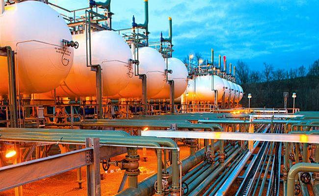 सरकार ने देश में उत्पादित नेचुरल गैस के बिक्री मूल्यों में 12 प्रतिशत से अधिक की कटौती की