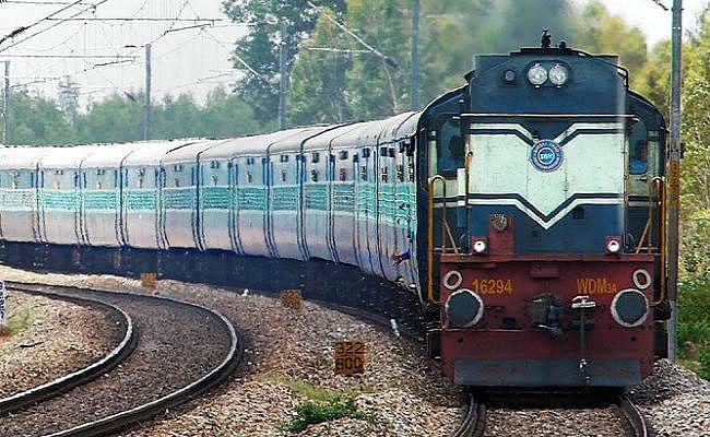 आज से बढ़ा रेल किराया, आरक्षण शुल्क में बदलाव नहीं