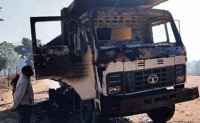 टीएसपीसी उग्रवादियों ने चंदवा में तीन वाहन फूंके