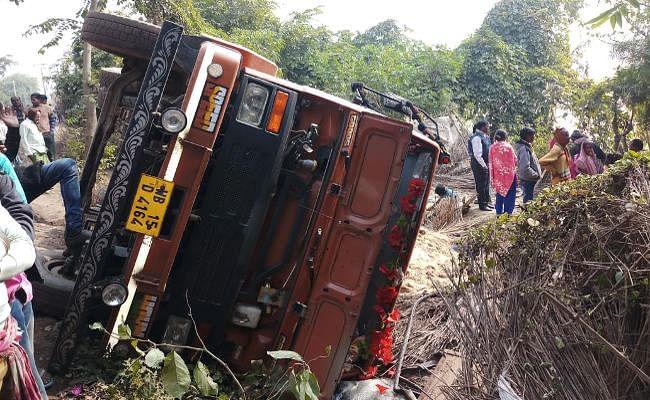 पश्चिम बंगाल में बालू लदा डंपर अनियंत्रित होकर घर पर पलटा, एक ही परिवार के 5 लोगों की मौत, क्षेत्र में तनाव
