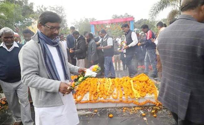 झारखंड के नये मुख्यमंत्री हेमंत सोरेन का एलान, खरसावां गोलीकांड की जांच करायेंगे, शहीदों के परिजनों को देंगे नौकरी