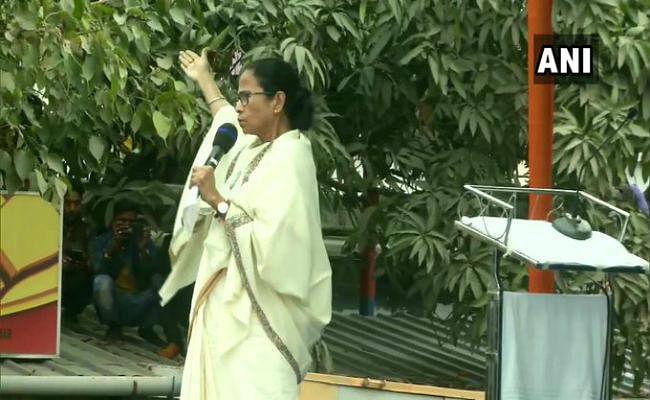 ममता बनर्जी ने किया पीएम मोदी पर हमला, कहा- आप हमारे देश की तुलना पाकिस्तान से बार-बार क्यों करते हैं ?