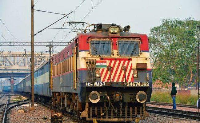 परमिट पर निजी कंपनियों को दी जा सकती हैं 150 यात्री ट्रेन, 22,500 करोड़ रुपये के निवेश की उम्मीद