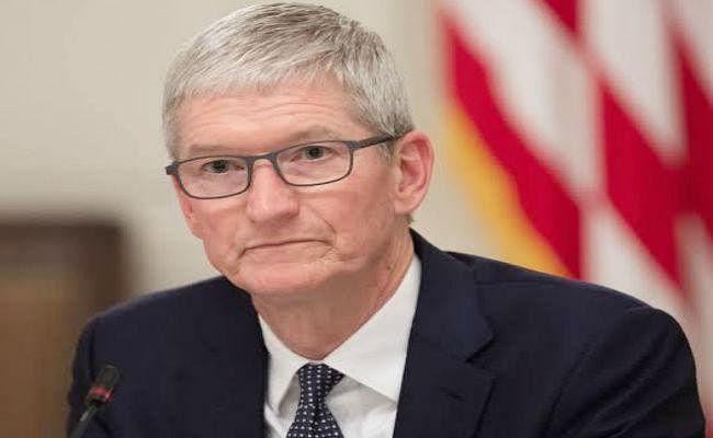एप्पल की बिक्री घटने से टिम कुक की सैलरी में कटौती