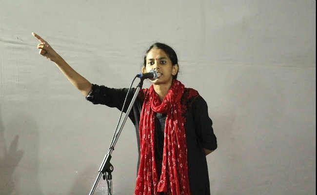 JNU हिंसा: छात्र संघ अध्यक्ष आइशी घोष सहित 19 छात्रों के खिलाफ दिल्ली पुलिस ने दर्ज की FIR दर्ज