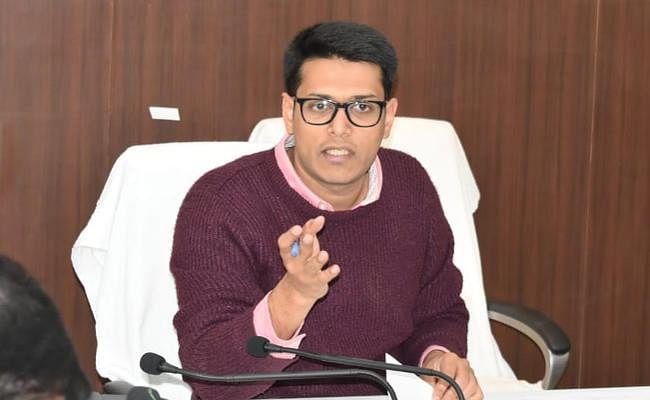Ranchi : डीडीसी ने सभी विभागों से मांगी रिपोर्ट, लंबित कार्यों को जल्द पूरा करने का दिया निर्देश