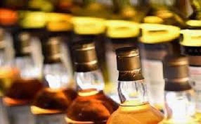 मुजफ्फरपुर : पूर्व मेयर पति के मकान के कैंपस से शराब की बड़ी खेप बरामद