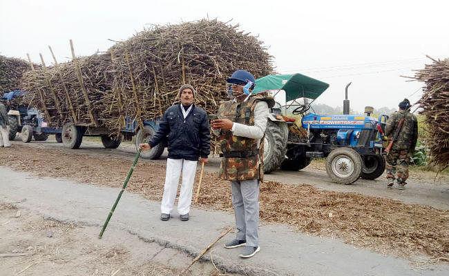हादसे में बच्चे की मौत के बाद लोग आक्रोशित, ग्रामीणों के पत्थरबाजी करने पर पुलिस ने लाठियां भांजी