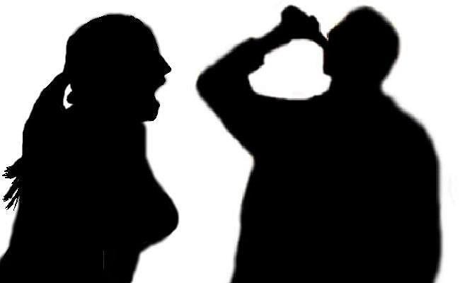 मिस्ड कॉल से शुरू हुआ प्यार, विवाद होने पर प्रेमिका के सामने ही प्रेमी ने खा लिया जहर, फिर...