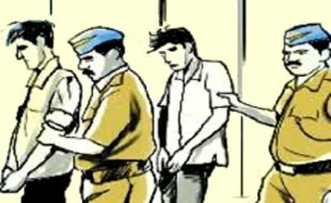 छेड़खानी का विरोध करने पर छात्रा से गाली- गलौज, तीन गिरफ्तार