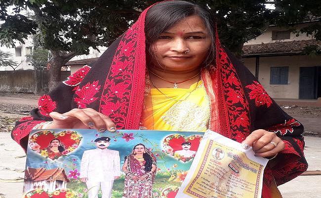 मृत जवान की पत्नी होने का किया दावा, ससुराल पक्ष ने बेटे के अविवाहित होने की बात कह ससुराल से भगाया