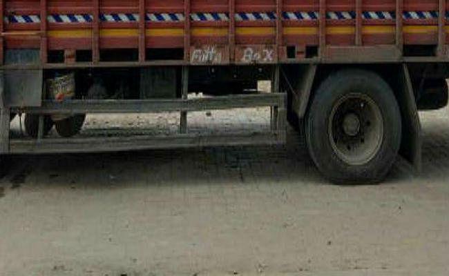 चौपारण : प्रतिबंधित मांस लदा ट्रक जब्त, तस्कर सहित तीन गिरफ्तार