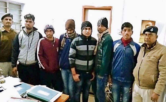 12 मुन्ना भाई पकड़े गये, भेजे गये जेल
