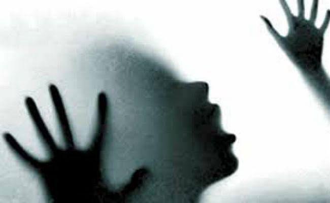 युवती से चार बच्चों के बाप ने किया रेप, जेल