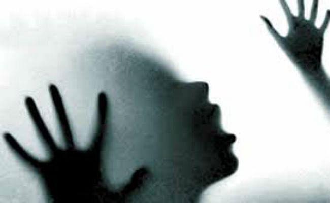 बसपा नेता पर नाबालिग लड़की से बलात्कार का आरोप, अश्लील वीडियो भी बनाया