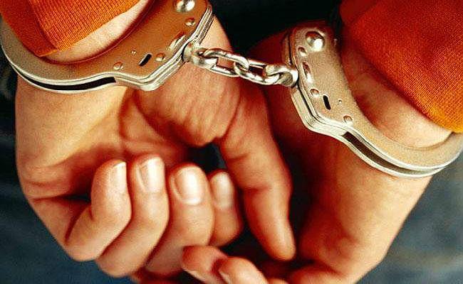 दुष्कर्म व ठगी के मामले में वकील गिरफ्तार