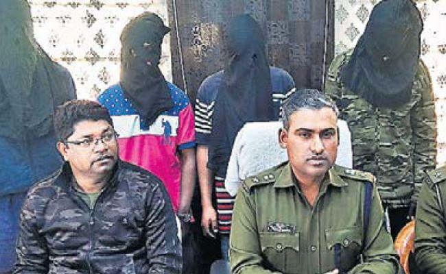झारखंड : मेले से लौट रही छह नाबालिग लड़कियों का अपहरण कर छेड़छाड़ कर रहे थे युवक, पांच गिरफ्तार