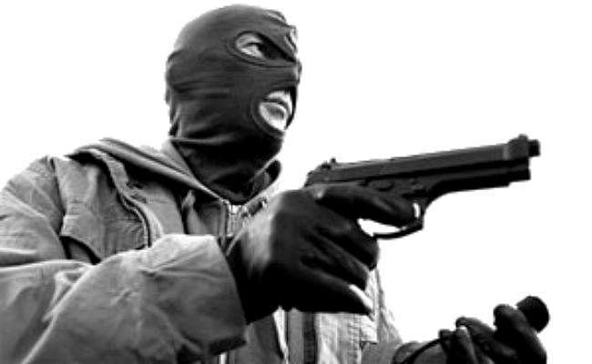 बाइक सवार नकाबपोश अपराधियों ने मुजफ्फरपुर सांसद की गैस एजेंसी में की लूटपाट