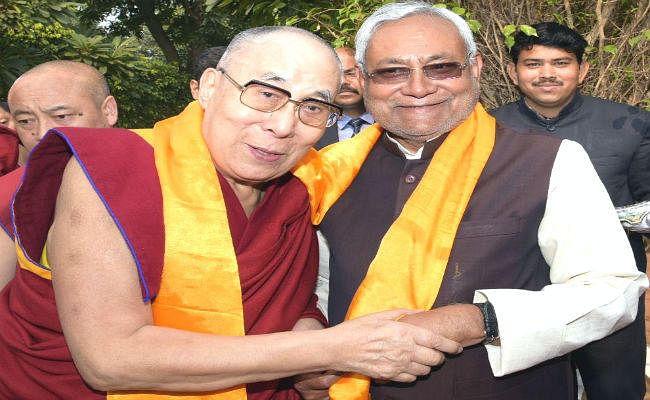 दलाई लामा और मुख्यमंत्री नीतीश कुमार ने की बोधिवृक्ष की पूजा-अर्चना, बौद्ध गुरु ने दिया करुणा का संदेश