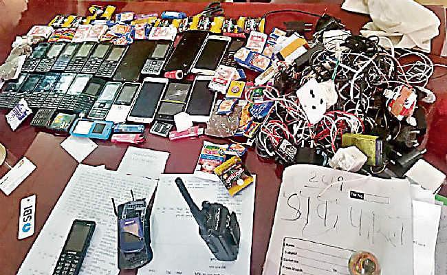 बाल सुधार गृह में छापा, मोबाइल सिगरेट, खैनी और गांजा बरामद