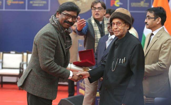 CM हेमंत को मिला ''चैंपियन ऑफ चेंज अवार्ड'', कहा- अवार्ड राज्य की जनता और गुरुजी को समर्पित