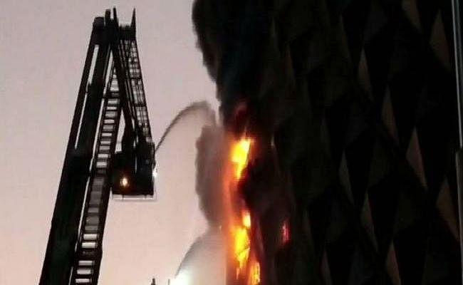 सूरत के रघुवीर कॉम्प्लेक्स में लगी आग,कई दुकानें जल कर खाक, दमकल की 60 गाड़ियां पहुंची