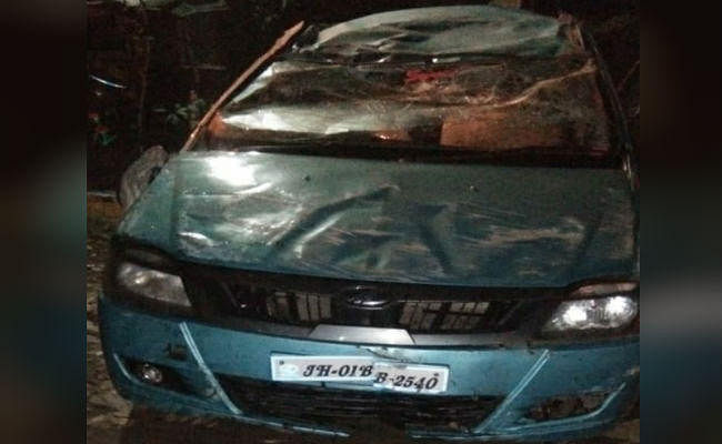 रांची: डिवाइडर से टकरा कर पलटी तेज रफ्तार कार, एक की मौत, चालक गंभीर रूप से घायल