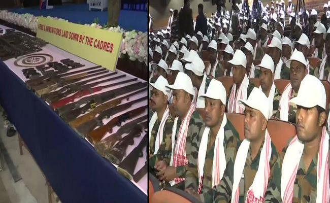 असम: आठ प्रतिबंधित समूहों के 644 उग्रवादियों ने 177 हथियारों के साथ आत्मसमर्पण कर दिया