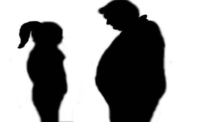 नौ साल की बेटी का चिकित्सक पिता 16 वर्षीया नाबालिग के साथ फरार, बीवी से चल रहा था अनबन