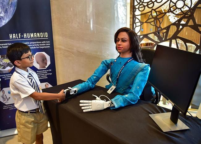ये है महिला रोबोट ''व्योममित्र'' जिसे अंतरिक्ष में भेजेगा ISRO