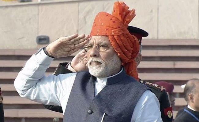 PM मोदी ने बांधा केसरिया रंग का ''साफा'', परंपरा रखी बरकरार