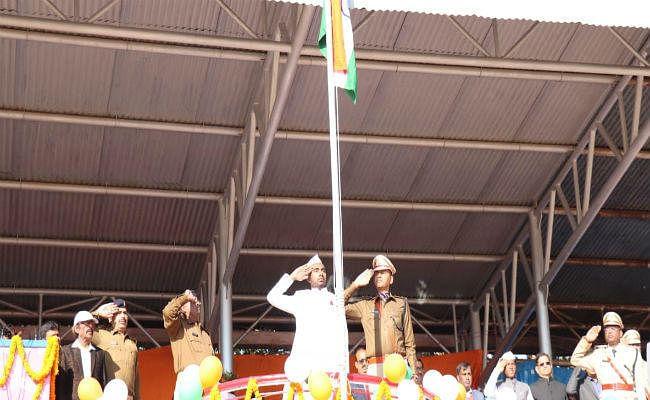 सिमडेगा में धूमधाम से मना गणतंत्र दिवस, उपायुक्त ने योजनाओं की विस्तृत जानकारी लोगों को दी
