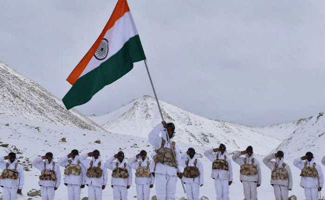 Republic Day: माइनस 20 डिग्री तापमान में 17,000 फीट की ऊंचाई पर ''जय हिंद''