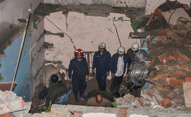 भजनपुरा इमारत हादसा : इमारत के मालिकों को पुलिस ने किया गिरफ्तार