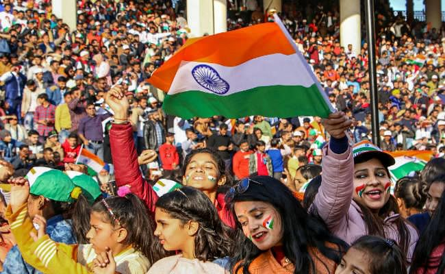 प.बंगाल में सीएए के खिलाफ प्रदर्शन, असम में हुआ चार बम विस्फोट, बाकी देशभर में रंग-बिरंगी परेड के साथ मना गणतंत्र दिवस