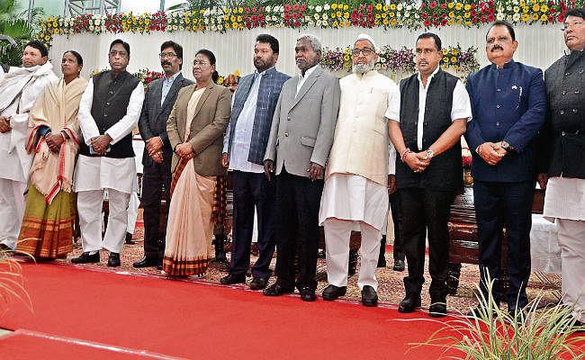 कैबिनेट का विस्तार : हेमंत सरकार में अब 11 मंत्री, मंत्रिमंडल में संताल परगना-कोल्हान का रहा दबदबा, सीएम सहित आठ मंत्री यहीं से