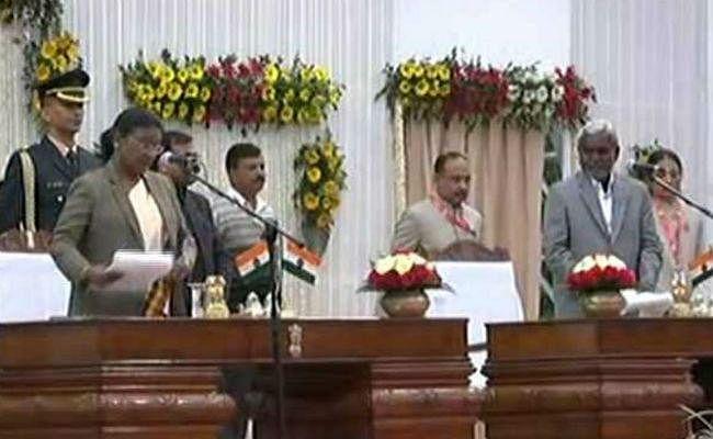 29 दिनों बाद हुआ हेमंत सरकार का मंत्रिमंडल विस्तार : कैबिनेट में अब CM समेत 11 सदस्य, कांग्रेस से बन्ना व बादल बने मंत्री