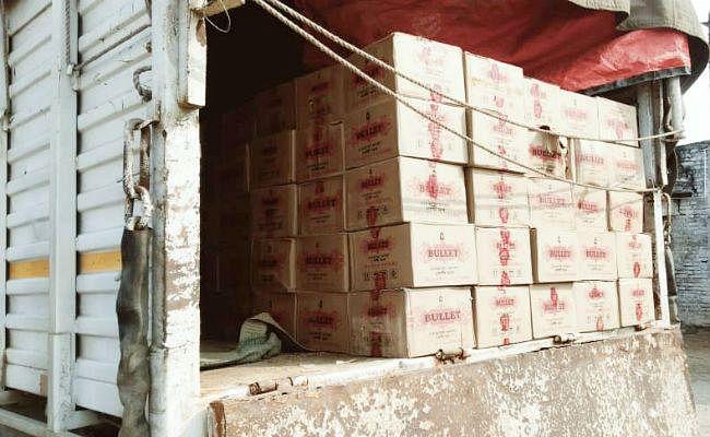 झारखंड से लाकर औरंगाबाद में उतारी जा रही थी लाखों रुपये की शराब, तभी...